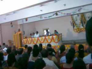 Swami Sarvalokananda addressing the audience