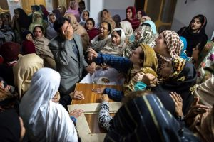 A family mourns the death of a kid killed in the terrorist attack in Pakistan in December 2014. (Picture: America.aljezeera.com)
