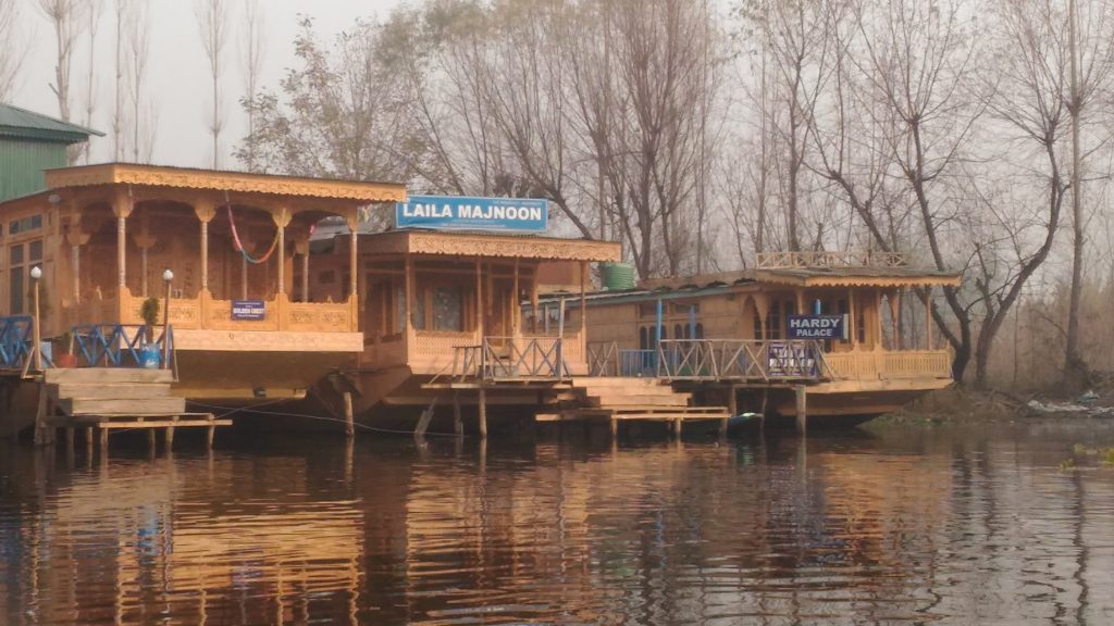 Few more houseboats