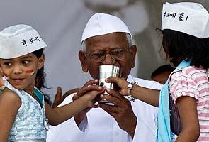 Anna Hazare breaking fast